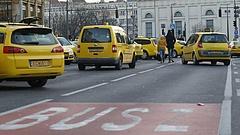 Maradnak a taxisok, a rendőrség alkalmazkodik
