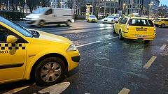 Durván kiszúrnának a taxisokkal