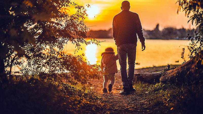 Az apák is igénybe vehetik a gyermekgondozási támogatásokat