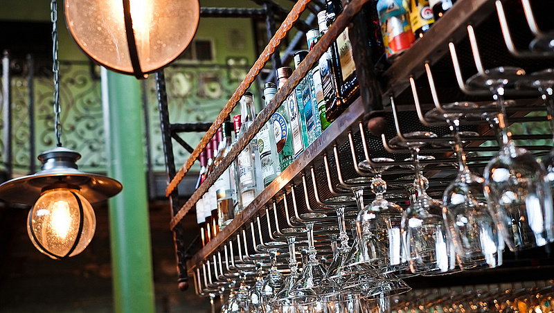 Alkohol vs. munka: melyik dolgozó vedel többet?