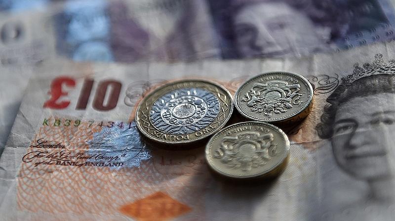 Hat évtizedes csúcson a brit államadósság