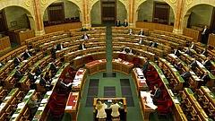 Árverezik ingatlanát? Fontos változásról döntött a parlament!