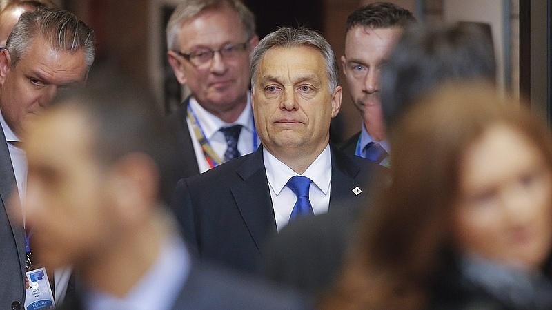 Különös tipp arra, mit forgat a fejében Orbán