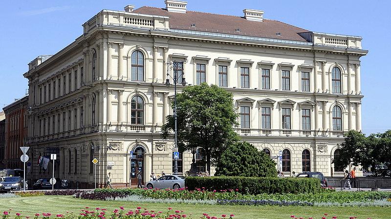 A Lánchíd Palotát nézték ki a KGST-banknak, a magyarok fizetik az árát
