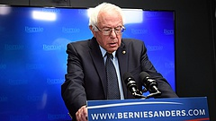 Meg kellett műteni Bernie Sanderst