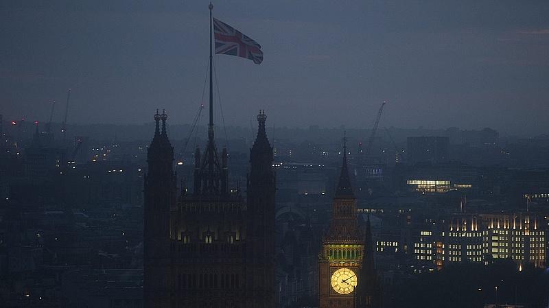 Durva Brexit lesz - elég volt a bevándorlókból