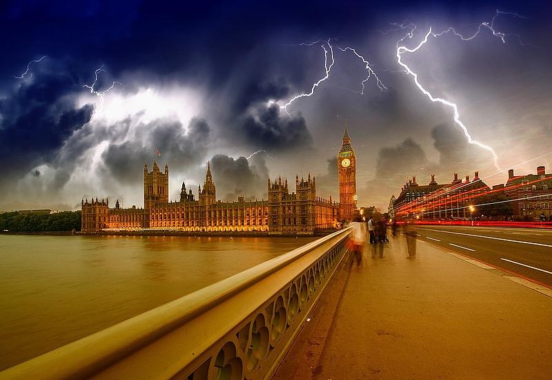 Lesújthatnak még a Brexit villámai - londoni elemzők