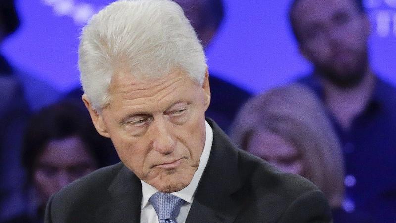 Clinton kiakadt és cáfol