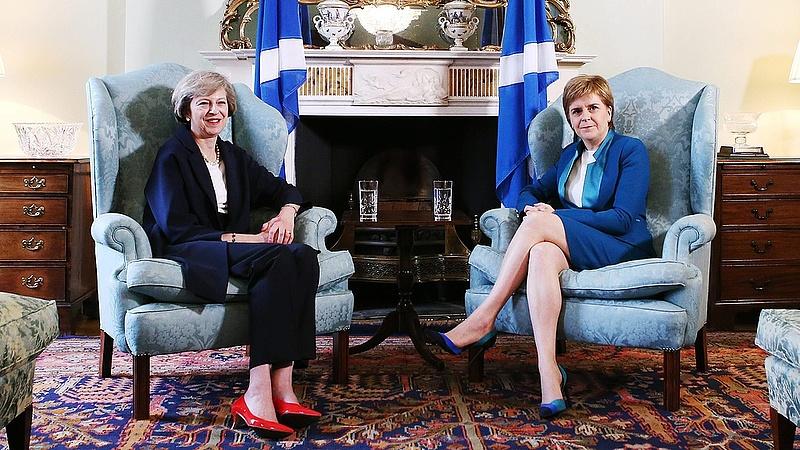 Tovább keménykednek a skótok
