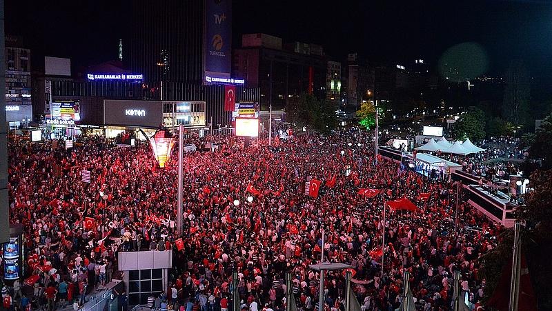 Egyre feszültebb a helyzet a török puccs miatt - az USA is morgolódik (bővített)