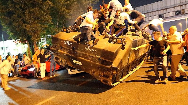 Török puccskísérlet: elpancserkodták