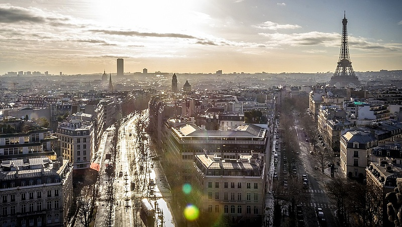 Kitiltják az autókat a rakpartról - Párizsban