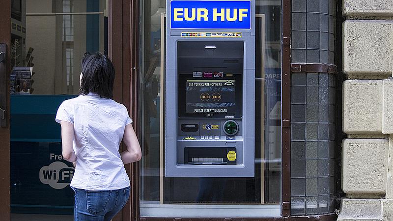 309 forint alatt az euró jegyzése