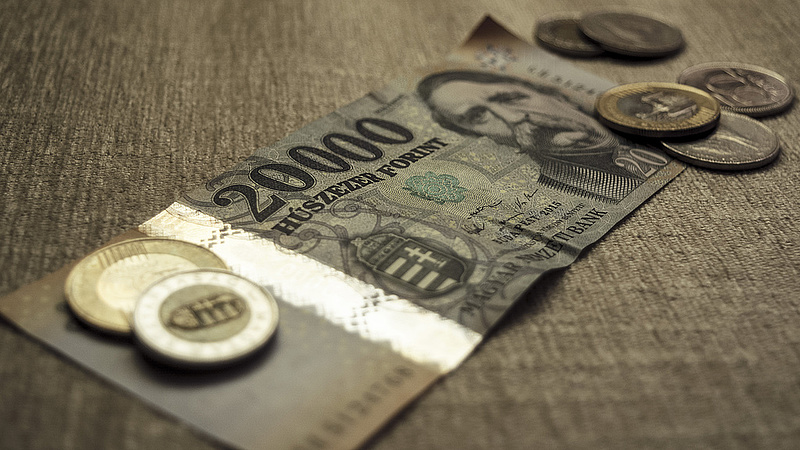 A 308-as szint alá is benézett a forint