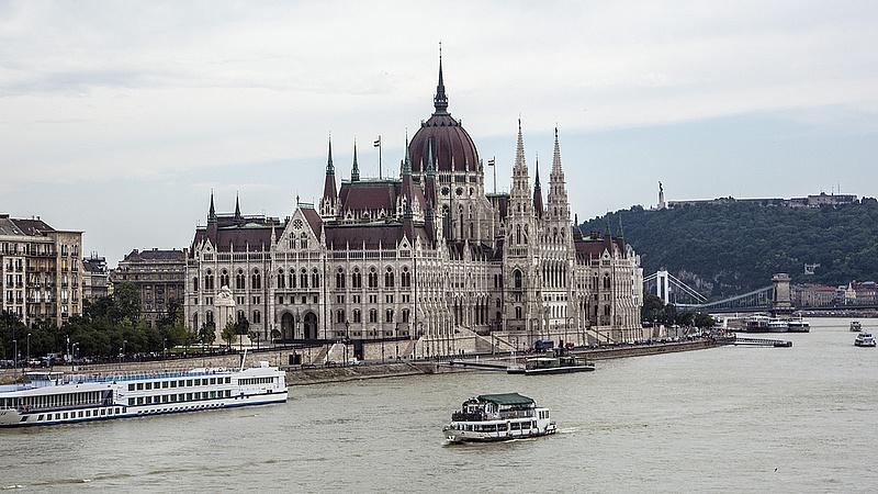 Az életben maradásért küzd a Parlament felújítója