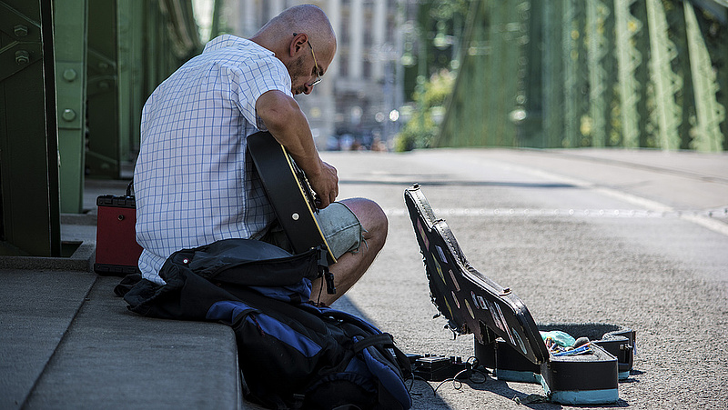 Kevesebb embert fenyeget az elszegényedés az EU-ban - és Magyarországon?