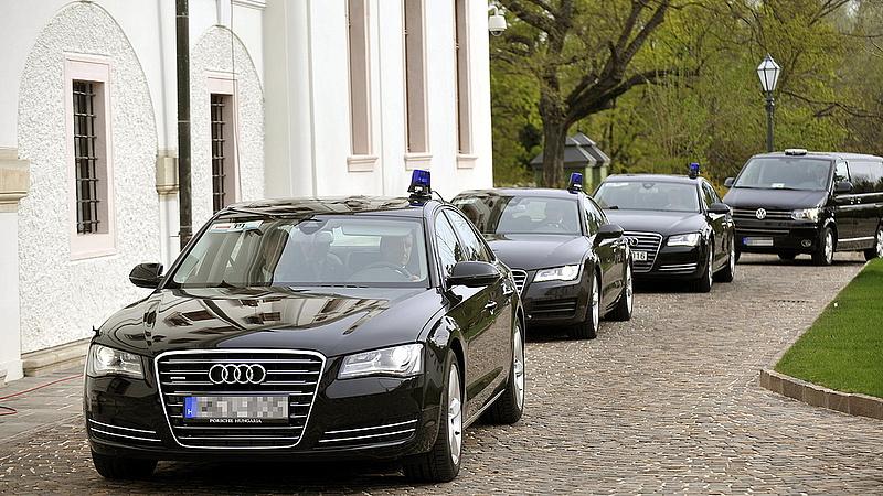 Elképesztő pénzt költenek az új állami autókra