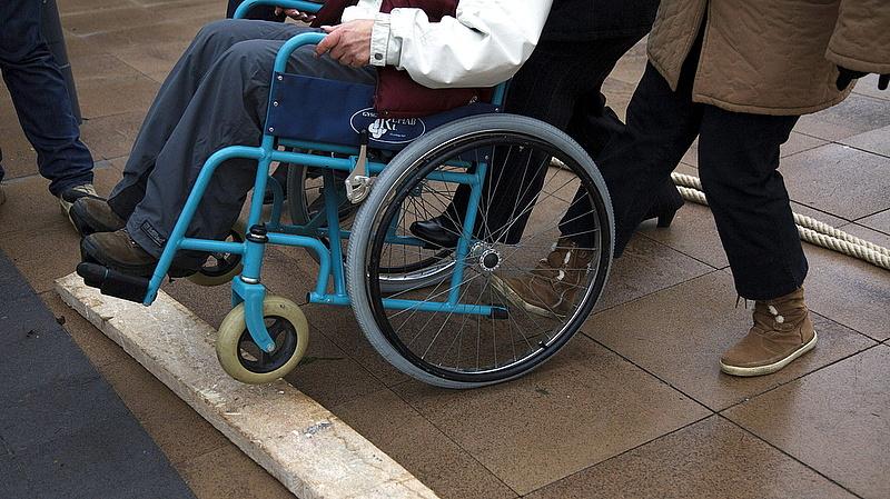 Tisztességes bért követelnek a fogyatékkal élőket ápolók