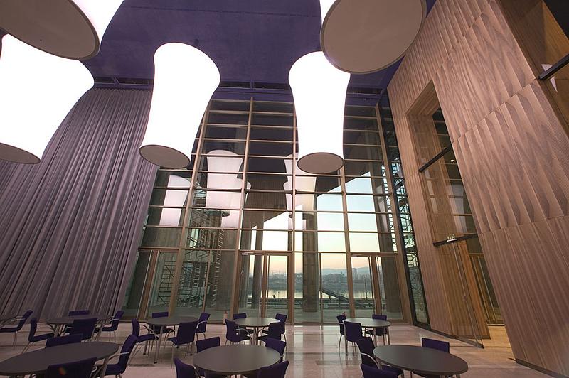 A Valton-Sec nyújthat hostess-szolgáltatást a Müpának
