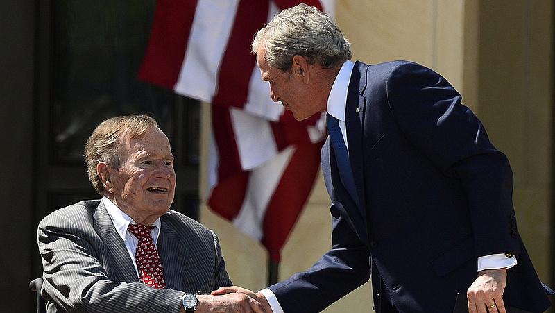 Intenzív osztályra került George H. Bush