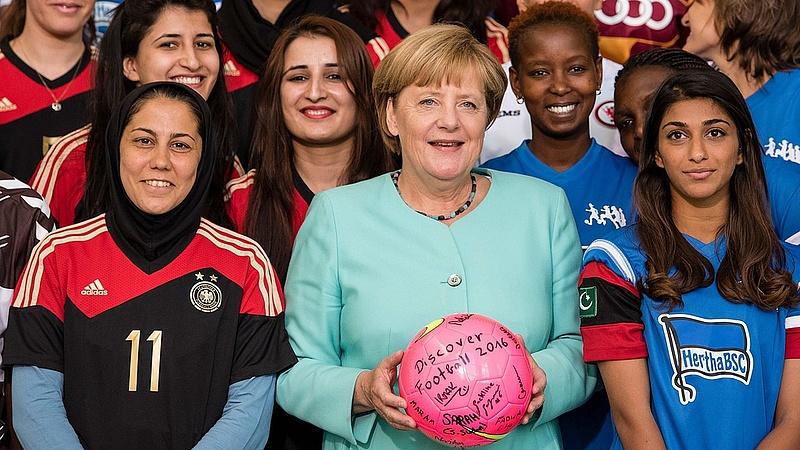 Kinek szólt Merkel figyelmeztetése?