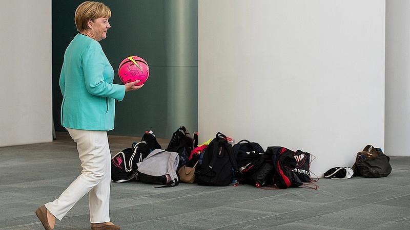 Merkel: heteken belül megoldjuk a menekültügyet