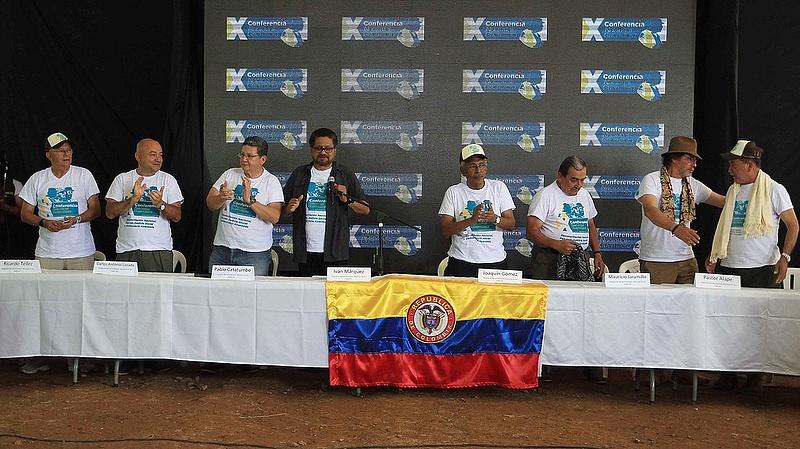 Kolumbiában 52 éves fegyveres konfliktust zártak le