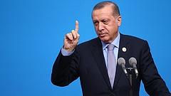 Több mint tízezer török közalkalmazottat bocsátottak el összeesküvés gyanújával