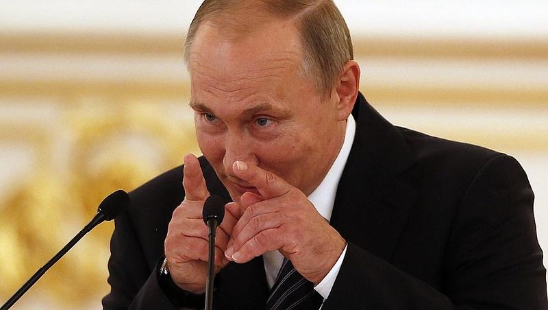 Putyin fél lábbal már Párizsban van
