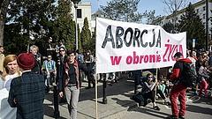 Totális lázadásba mentek át a lengyel nők