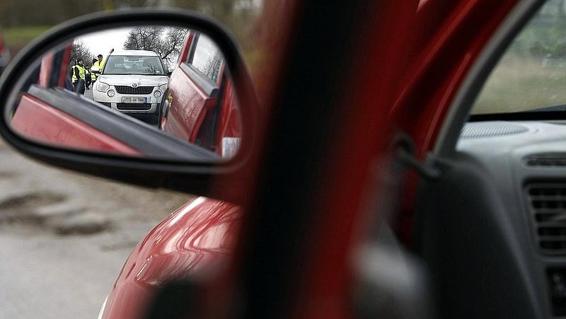 Autósok, figyelem! Útlezárásokra figyelmeztet a rendőrség