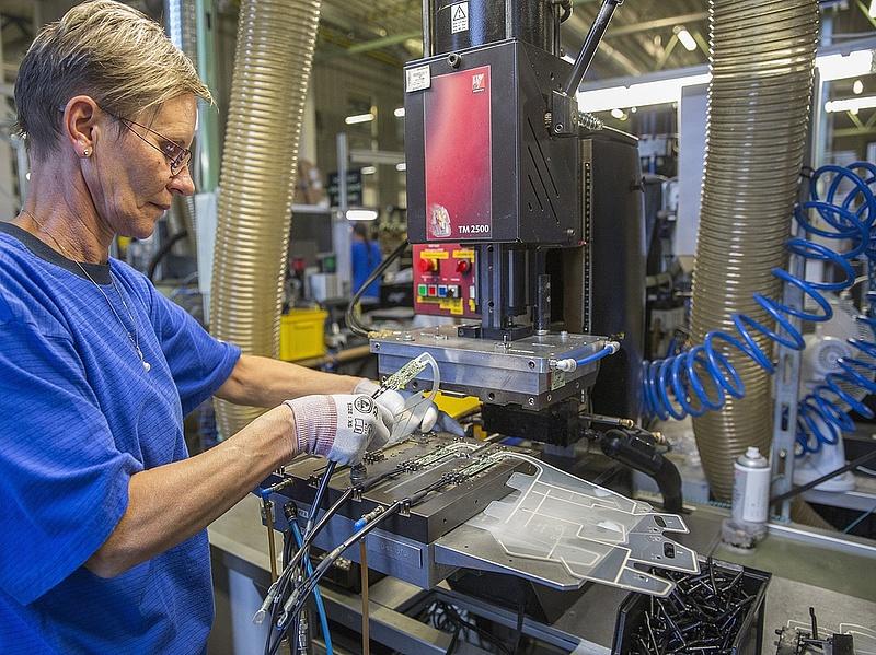Új gyáregységet adott át Békéscsabán egy német multicég