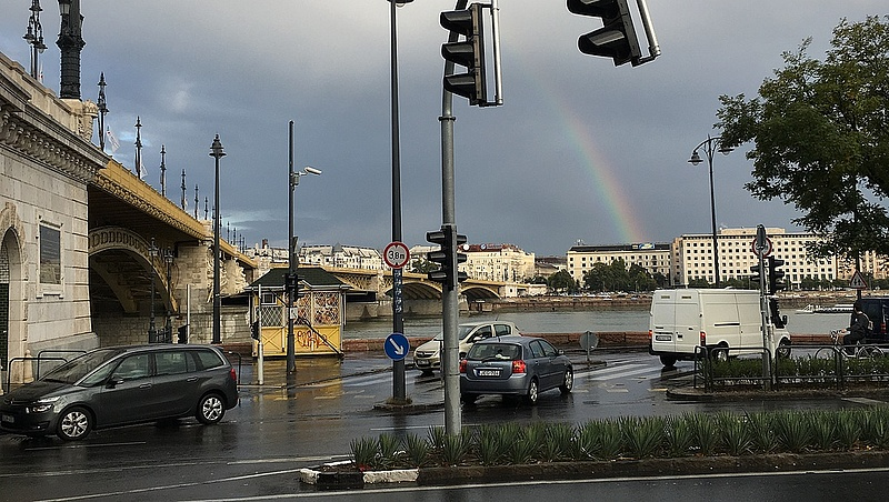 Videóra vették a Margit hídi kereszt letörőjét