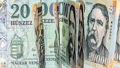Egy év alatt 300 milliárd forinttal támogatta az MNB a kormány kedvenceit