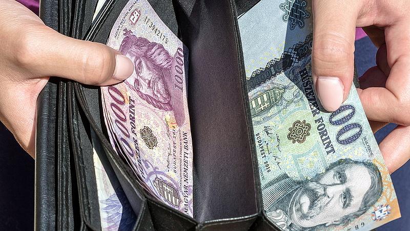 Jó hírt kapott a bérből és fizetésből élők 60 százaléka