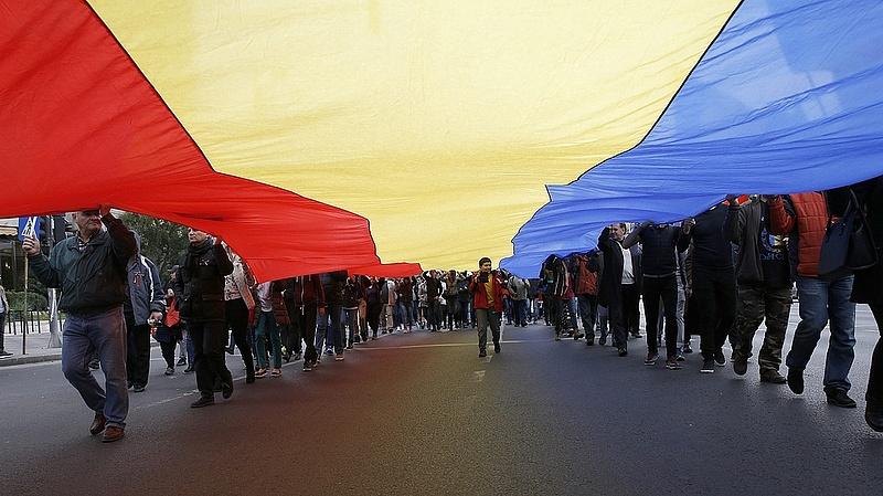 Román tüntetések: meghátrál a kormány?