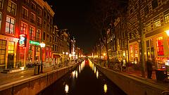 Amszterdam forrong a kijárási tilalommal szemben