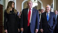 Egymásnak adják a kilincset a politikusok Trumpnál