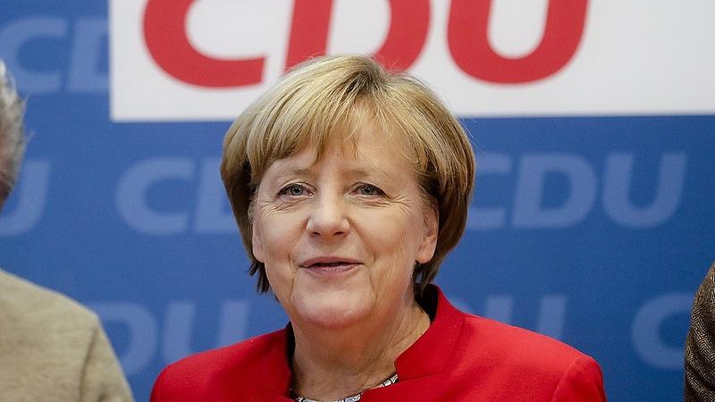 Merkel legyalulja ellenfeleit
