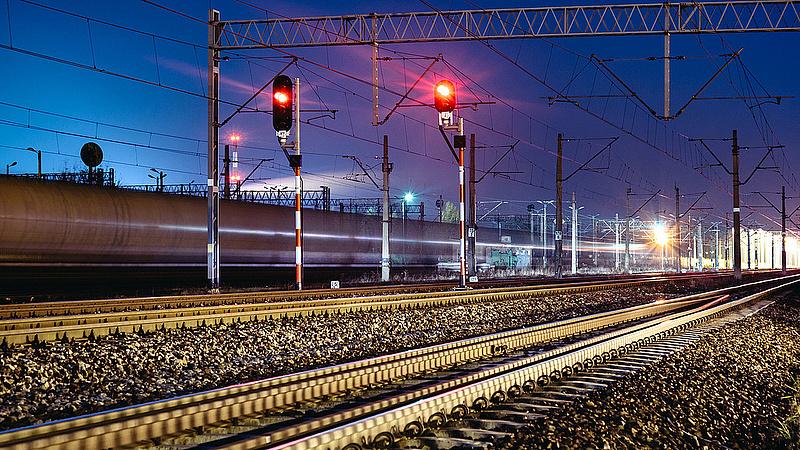 A hegyeshalmi vonalon 60-90 perces késésekkel jártak a vonatok (frissített)