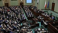Beadta a derekát Brüsszelnek a lengyel kormánypárt