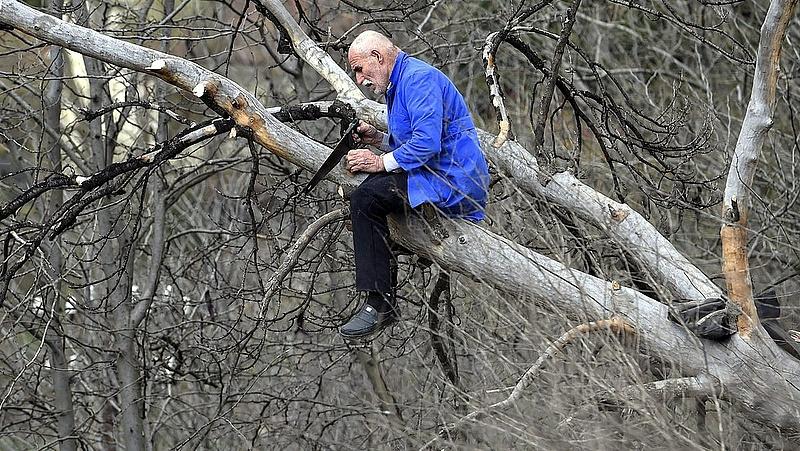 Több tízezer nyugdíjas duplán rossz helyzetben - egyre hosszabb a lista