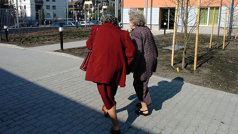 Nyugdíjas otthonok: legyengült ágazatra csapott le a járvány