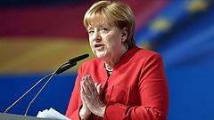 Az új helyzetben megint Merkelen a világ szeme