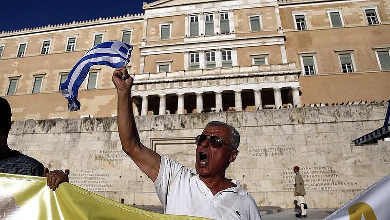 Tovább mentik a görögöket