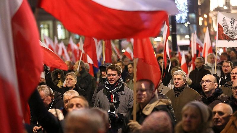 Kamu a botrány? Átverte a kormánypárt a lengyel ellenzéket?