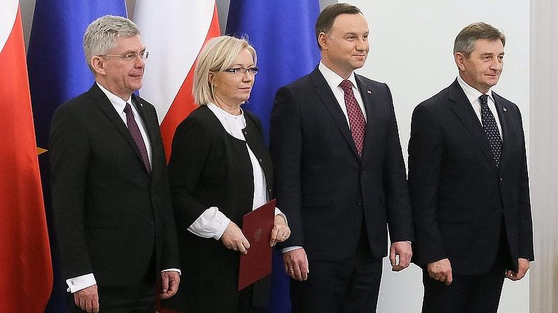 Brüsszel nem ereszti a lengyeleket - a kormány szerint nincs semmi látnivaló