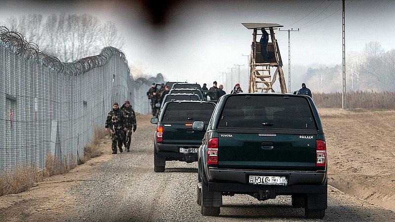 Kampány: a Fidesz szórólapokkal védi a kerítést