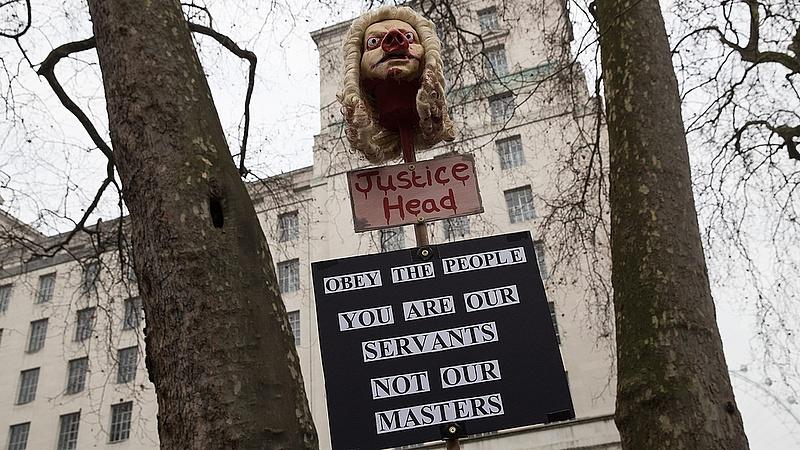 Brit legfelsőbb bírósági elnök: a politikának meg kell védenie a bíróságokat a támadásoktól