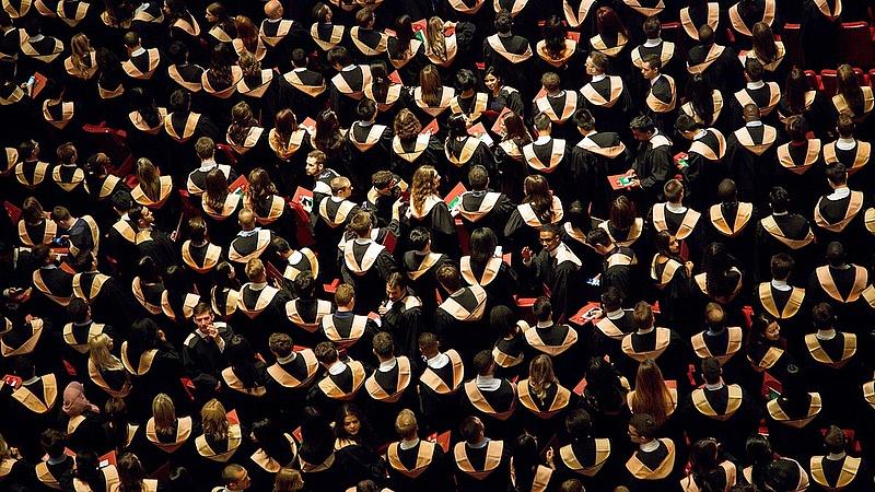 Ennyi embert segít diplomához a kormány